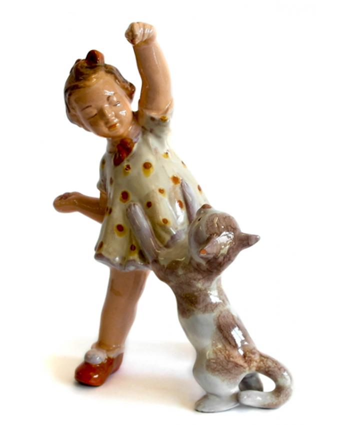 Dívka s kočkou Keramia